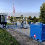 Diesel-/benzinepomp aan het water